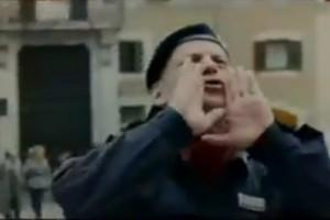 Esplode la rabbia di un poliziotto